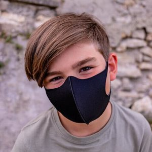 Enfant avec masque afnor